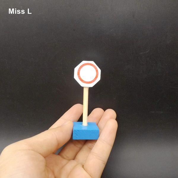 Modello di legno degli accessori del treno dei piccoli segnali stradali del giocattolo del bambino