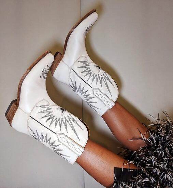Старинные кожаные сапоги с вышивкой цвета слоновой кости с деревянными эффектами на каблуках Cowbory Knight Boots Середина икры длиной слип на зимней обуви Женщины