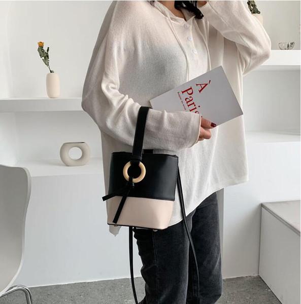 Neue modische Handtasche in reinen Farben mit einfachem Hafenstil und einer schulterfreien Beuteltasche
