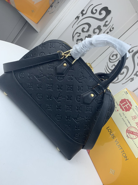 top popular high quality new arrival famous Brand Classic designer new fashion women or Men messenger bags cross body bag school bookbag M44866 68332 2020