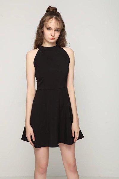 Atacado inverno pescoço em torno do pescoço recorte Y-Back Box plissado Fit e Flare vestido preto mangas Halter A Line Party Dress