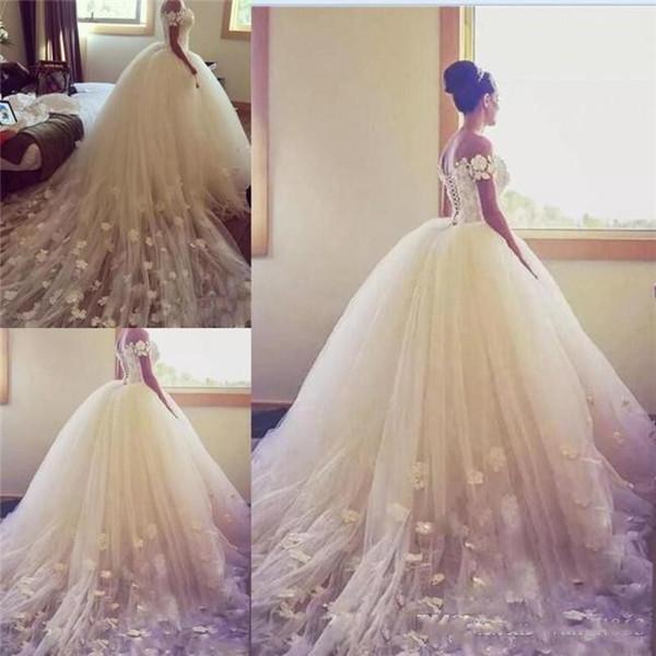 Princesse bal robe de mariage 2019 de l'épaule main Long Train Tulle Appliques Retour lacent Pays Robes de mariée