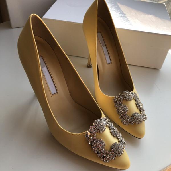 2019 Designer de Gladiador Sapatos de Salto Alto Mulheres Nude Preto Spikes T-strap Bomba de Patente De Couro Do Parafuso Prisioneiro Da Senhora Sapatos de Verão yc19031310