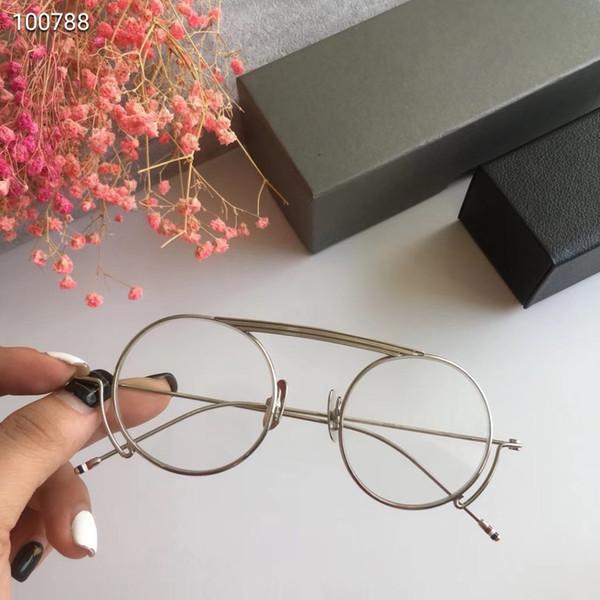 plata con lente transparente