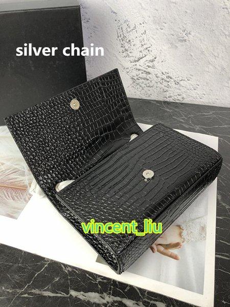 negro con cadena de plata