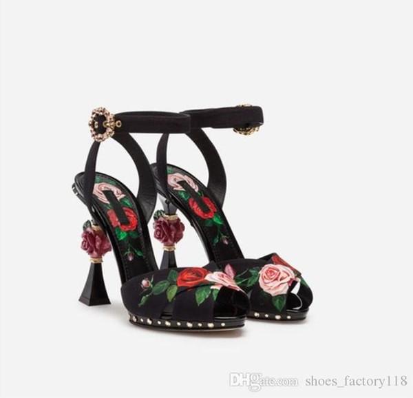 2019 Bahar Koleksiyonu Baskılı Gül Yüksek Topuklu, Pembe Heykel Topuk ile Çiçek Sandalet, Siyah Charmeuse Kadın Pompaları