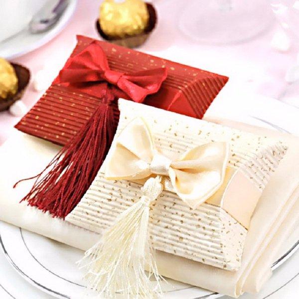 200pcs Beige papel almohada cajas para regalos, favores de la boda y la bolsa de regalo borla, caja de dulces caja de regalo de boda con arco y borla