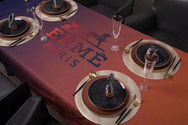 Highend marka H Mektup masa örtüsü ışık hissi gradyan rampası pamuklu su geçirmez Ultra hafif kumaş Statik kare masa örtüsü yok.