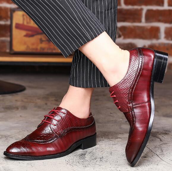 2019 Lüks Tasarımcı Deri Brogue Erkek Flats Ayakkabı Casual İngiliz Tarzı Erkekler Erkekler Için Oxfords Moda Elbise Ayakkabı Büyük, erkek loafers38-46 x76