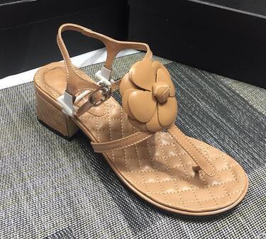 2019 Zapatillas de cuero para mujer con hebilla Moda para mujer Damas casuales Pisos Nueva playa hgh13