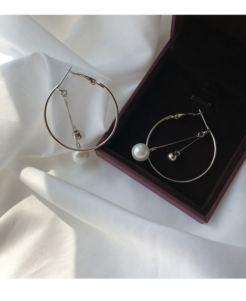 Individual fashion big circle Pearl Earrings Female Korean simple geometric hollow-out two-color design sensory Fashion Temperament Earrings