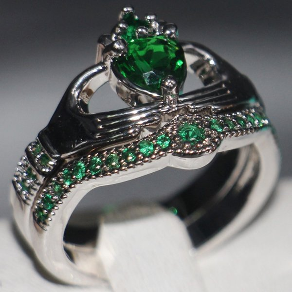 Claddagh Fashion Jewelry chouchong Unique Desgin 10KT White Gold Filled Heart Shape Emerald Gemstones CZ Diamond Women Wedding Couple Ring