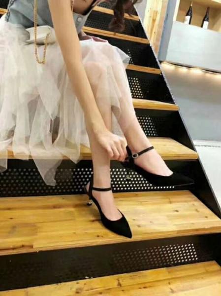 Venda quente - sandálias femininas de estilo clássico, couro puro, modelagem de flores, saltos de sapatos, moda sexy Paris super modelo walkingwith lady style