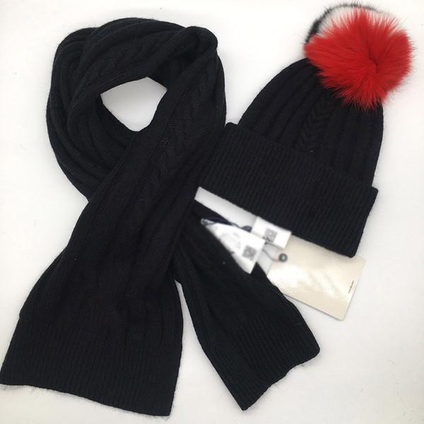 قبعة سوداء وشاح