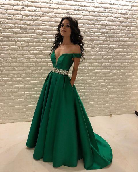 Compre Elegantes Vestidos De Fiesta De Color Verde Oscuro 2019 Fuera Del Hombro Cristales Con Cuentas Cintura Una Línea Tren De Barrido Largo Vestidos