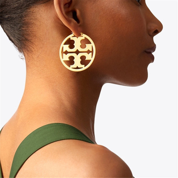 Hip Hop Hollow Women Earrings INS Fashion Exaggeration Design Female Brand Pendant Studs Night Club Lady Personality Earring