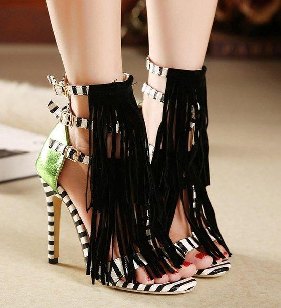 2018 señoras de la moda sandalias nuevos zapatos de tacón alto de las mujeres zapatos romanos borla negro tacones de hebilla