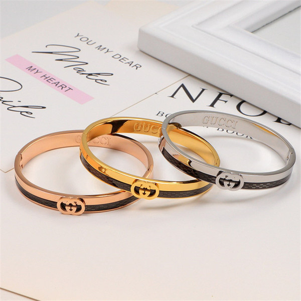 Coole Hip Hop Armbänder Black Titanium Stahlarmband-Frauen Brief Zubehör Armband Mädchen High Street Armband in Rose Gold