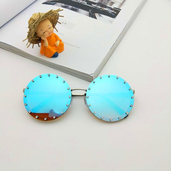 wholesale Eyewears 2018 Luxury Diamond Round Sunglasses Women Brand Designer Vintage Shades Rhinestone Sun Glasses for Men NX