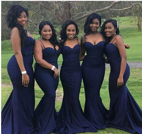 2020 Simple Country Vestido de dama de honor azul marino Tallas grandes con correas Arabia Saudita Barato Invitado de boda Dama de honor Prom Vestidos de fiesta de noche
