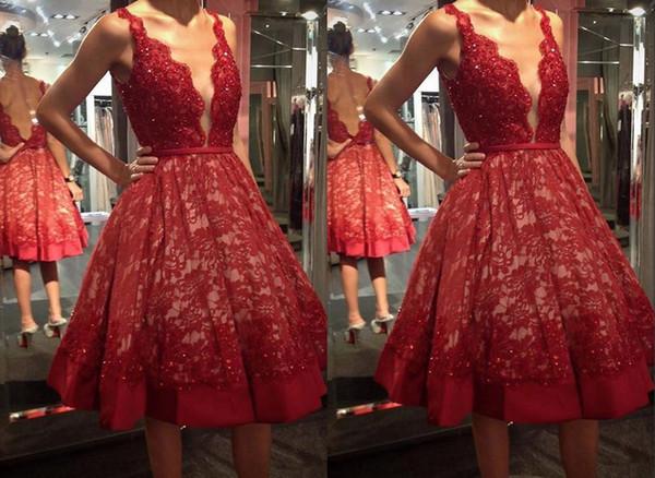 2019 Kırmızı Diz Boyu Kısa Ucuz Akşam Parti Elbiseler Derin V boyun Sequins Dantel Aç Geri Mezuniyet Kokteyl Balo Elbise Ucuz Indirim