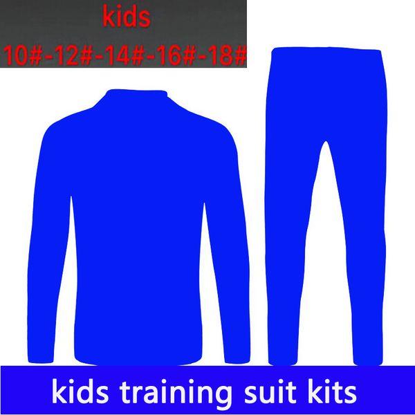 Niños entrenando kits de trajes