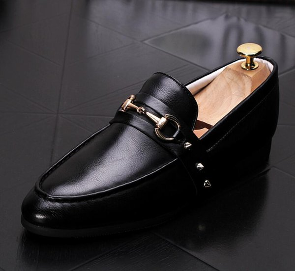 Hot 2019 Men Glitter Shoes New Mens Fashion Casual Flats Men's Designer Dress Shoes Rivets Loafers Men's Platform Driving Shoes dh2a27