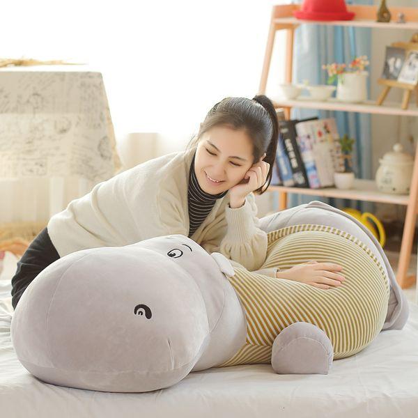 Dorimytrader New Pop Enorme 135 cm Macio Dos Desenhos Animados Anime Hipopótamo de Pelúcia 53 polegadas Big Stuffed Animal Hipopótamos Travesseiro Boneca Grande Presente DY61616