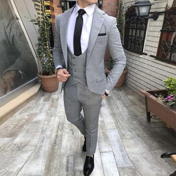 Apuesto padrino de boda Notch Lapel Groom Tuxedos Grey Trajes de hombre Boda / Prom Best Man Blazer (Chaqueta + Chaleco + Pantalones + Corbata) O451