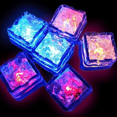 Colorida llevó cubo de hielo de agua actived-Light-up La luz del flash 7 colores Cambio automático Cubo de cristal para la fiesta de boda de la barra
