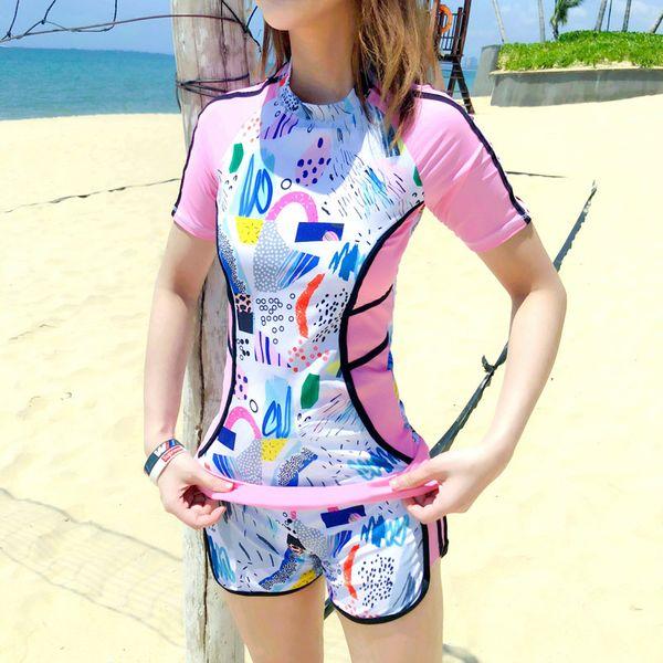 Graffiti Prints Swimsuit Women Plus Size Two-Piece Swim suits Short Sleeve Tops Padded Swimwear 2019 Girls Rashguards Beachwear Free Wire