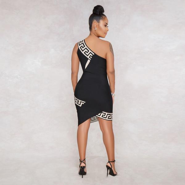 A forma luxuosa das mulheres da marca FORA do ombro veste o vestido formal fêmea do partido