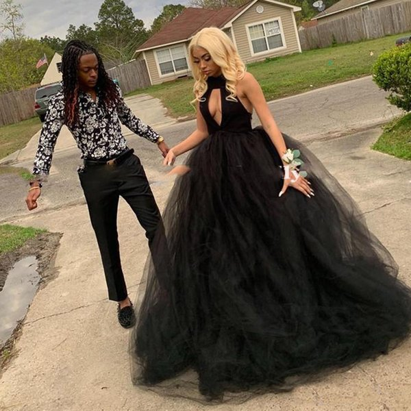 Puffy Tulle Robes de Quinceanera Chic Halter Neck robe de bal Sweet 16 robe de bal Robes De 15 Anos pour les filles noires