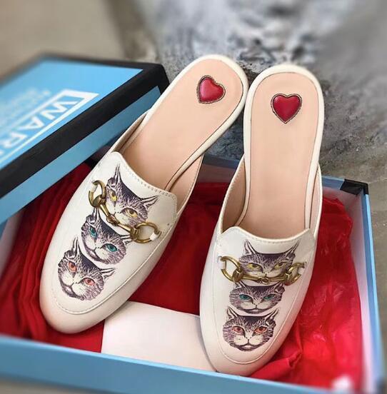 Zapatillas de cuero real de las señoras de las mujeres fresa gato forma de la jerarquía zapatillas zapatos de los planos de la cubierta Negro marca del dedo del pie Zapatos del holgazán zapatos grandes ocasionales sa0