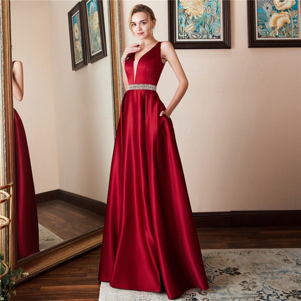 2019 new European and American red explosion party banquet sleeveless halter evening dress can be customized