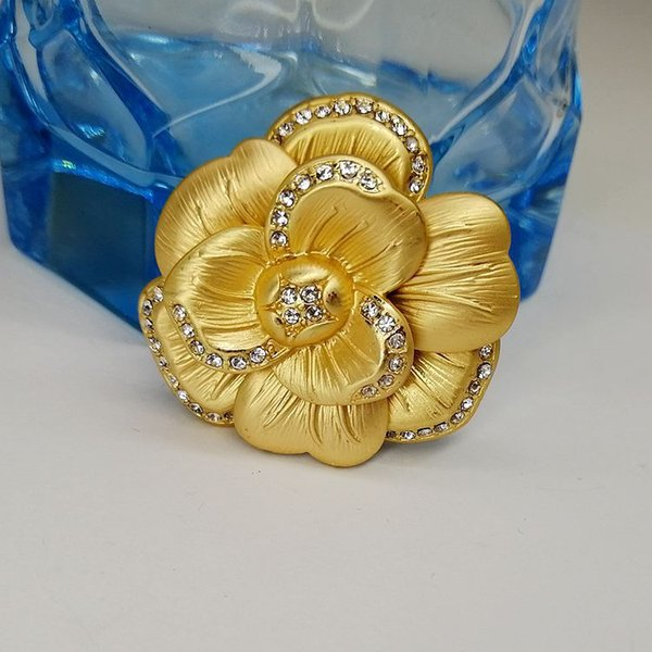 Luxury Rhinestone Gold Rose Camellia Flower Brooch Bouquet Broche Women Scarf Costume Brooches pins Wedding Party Jewelry Accessories