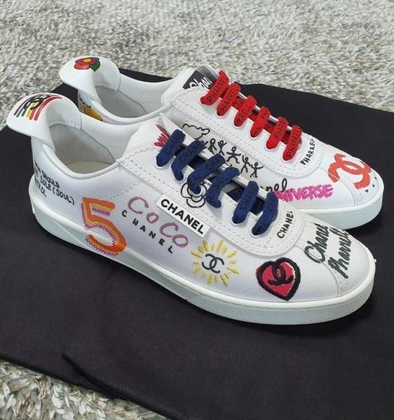 Markalı Kadın Tuval Graffiti Baskılı Düz Sneaker Çizmeler Tasarımcı Lady Mektubu Geometrik Deri Kauçuk Taban Ayakkabı Boyutu EU35-44