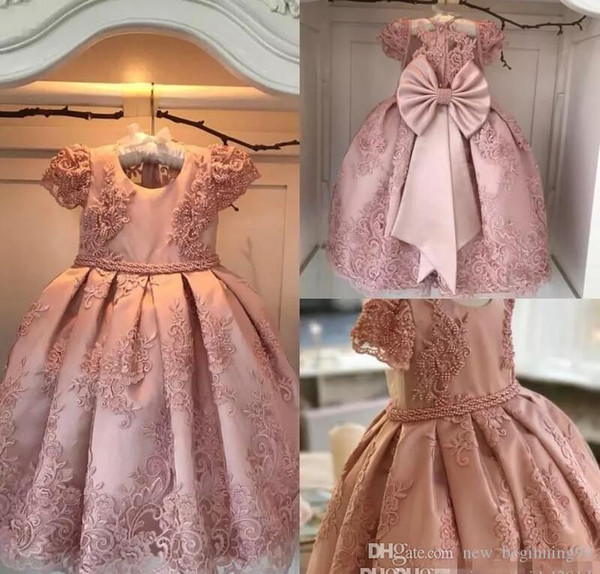 Flower Girls Dresses Jewel Neck Lace Appliques Short Sleeves Beaded Sash Button Back Bow Kids Birthday Girl Pageant Gowns