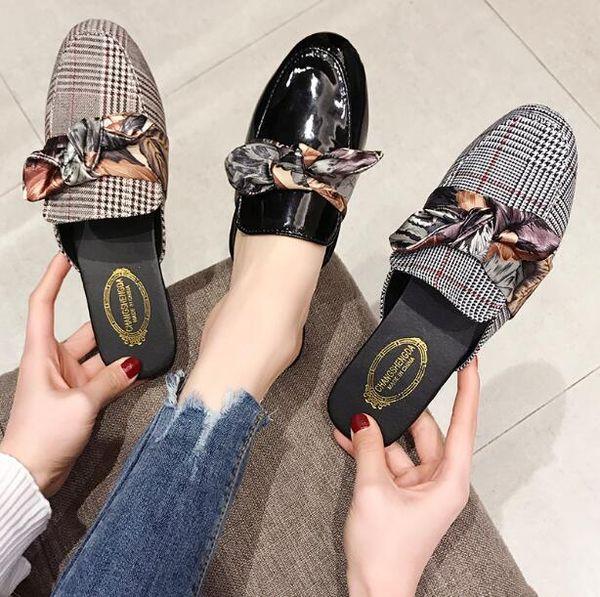 Venta caliente de Las Mujeres mulas Clásicos Plaid Bowtie Zapatillas Pisos punta redonda Zapatillas al aire libre Sandalias Estilo de Verano de Alta Calidad comodidad Zapatillas
