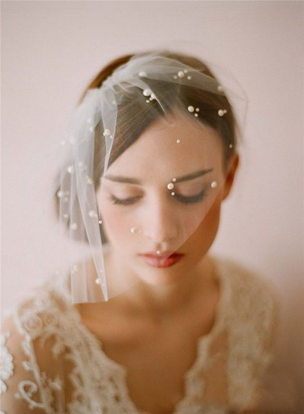 White Wedding Birdcage Veil 2019 Blusher Face Veil Hair Accessories For Women 1 Layer Cut Edge Pearls Tulle Headpiece Bridal Veil Cheap Velo