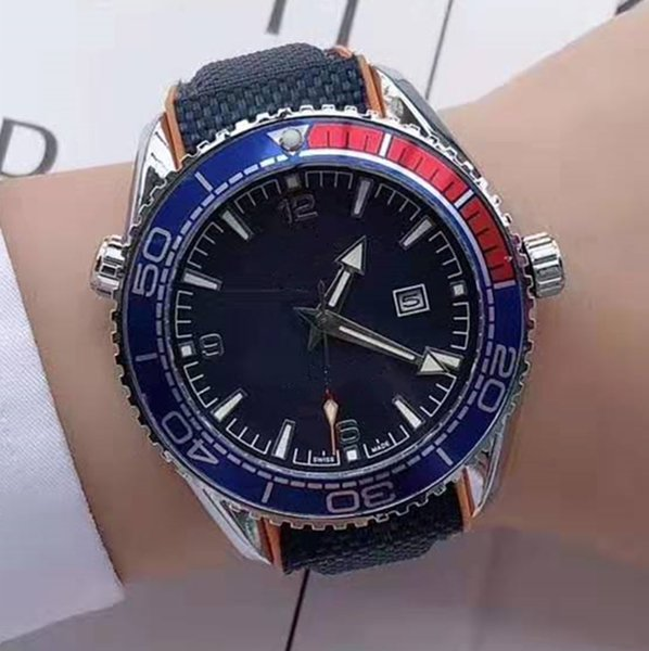 الرجال الرياضية الفاخرة ووتش 007 مصمم الساعات 44mm واسعة رويال اوك الاسلوب المناسب متعددة الألوان اختيار ساعة البني