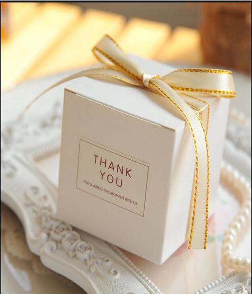 Großhandel Europäische Einfache Atmosphäre Weißes Quadrat Süßigkeitskästen Hochzeit Liefert Geschenk Verpackung Box Baby Gezeigt Gefälligkeiten