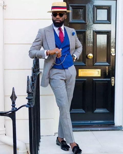 Moda Light Grey Groom Tuxedos Peak Lapel Padrino de boda vestido de boda Hombres Excelentes Formal Business Prom Suit Suit (Jacket + Pants + Tie + Vest) 220