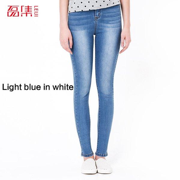 Hellblau in weiß