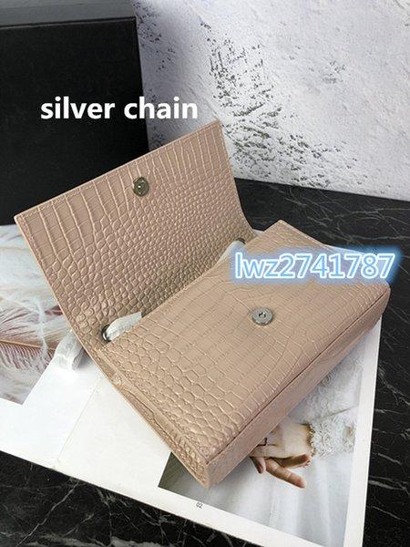 Rosa com corrente de prata