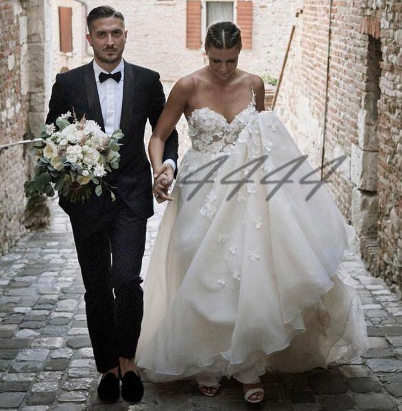Beach Wedding Dresses 2019 3D Floral Applique Sweetheart Brides Wear Sleeveless Long Full Length Boho Bridal Gowns vestido de noiva