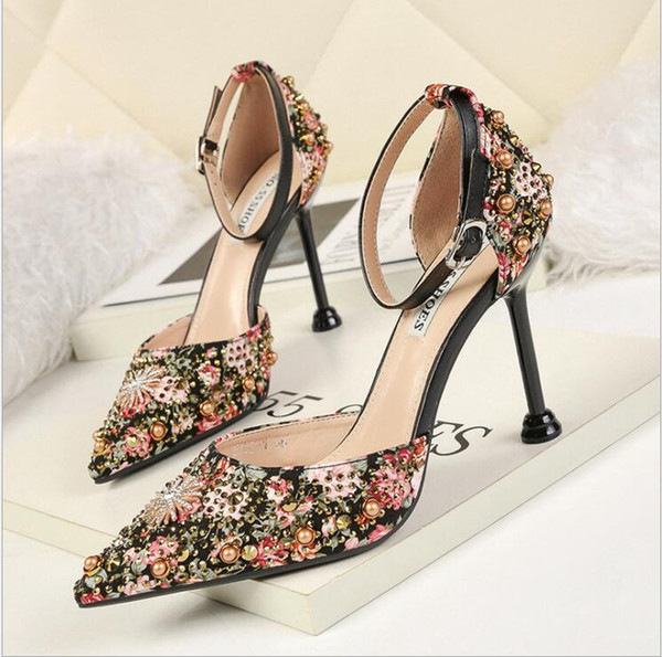 Sexy Wine Glass With Cavity Shallow Mouth Sharp Rhinestone Hollow Out One Word Buckle Bring Woman Sandals Palace Banquet High Heel