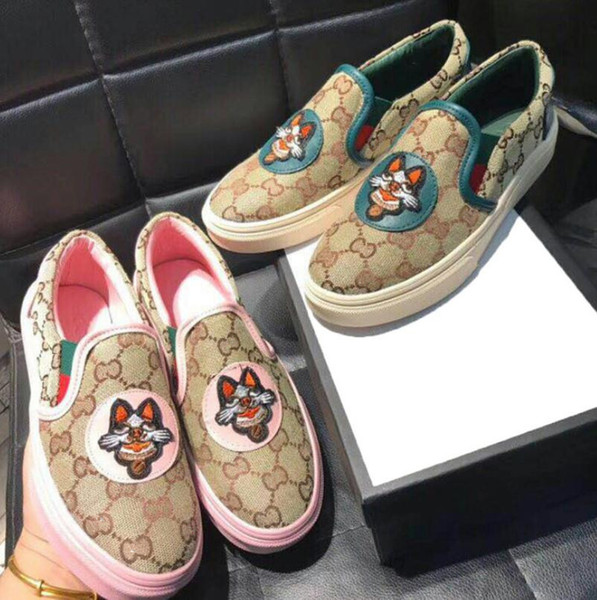 2019 New Brand Women Canvas Casual Shoes Fashion Slip-on Designers Women Low Cut Sneakers Loafers Outdoor Zapatillas Walking Shoes 35-40