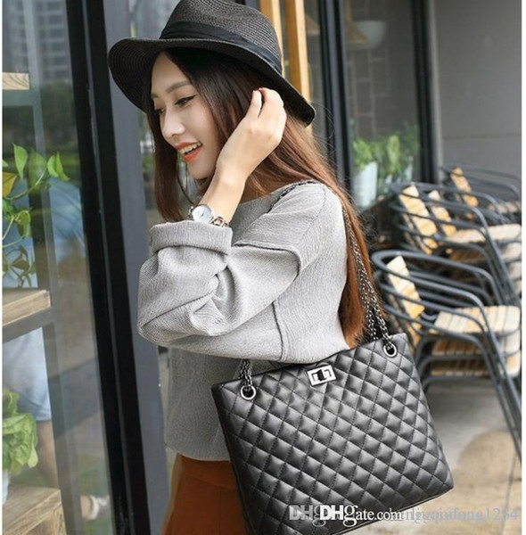 Lady handbag women's shoulder bag new fashion female package In Europe and the trend of the single shoulder inclined ku ling chain ladi