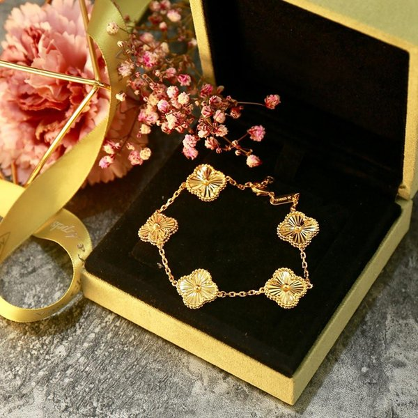top popular New Fashions Charm Bracelets Designer Five Four-leaf Clover Bracelet for Womans Gold Jewelrys for Womans 2021
